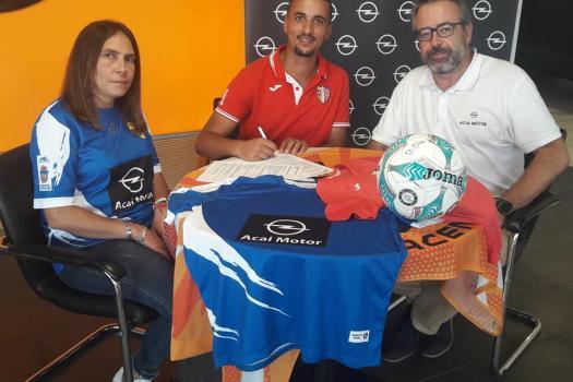 ABDELKABIR HAKKI firma con el Rayo Arriacense.